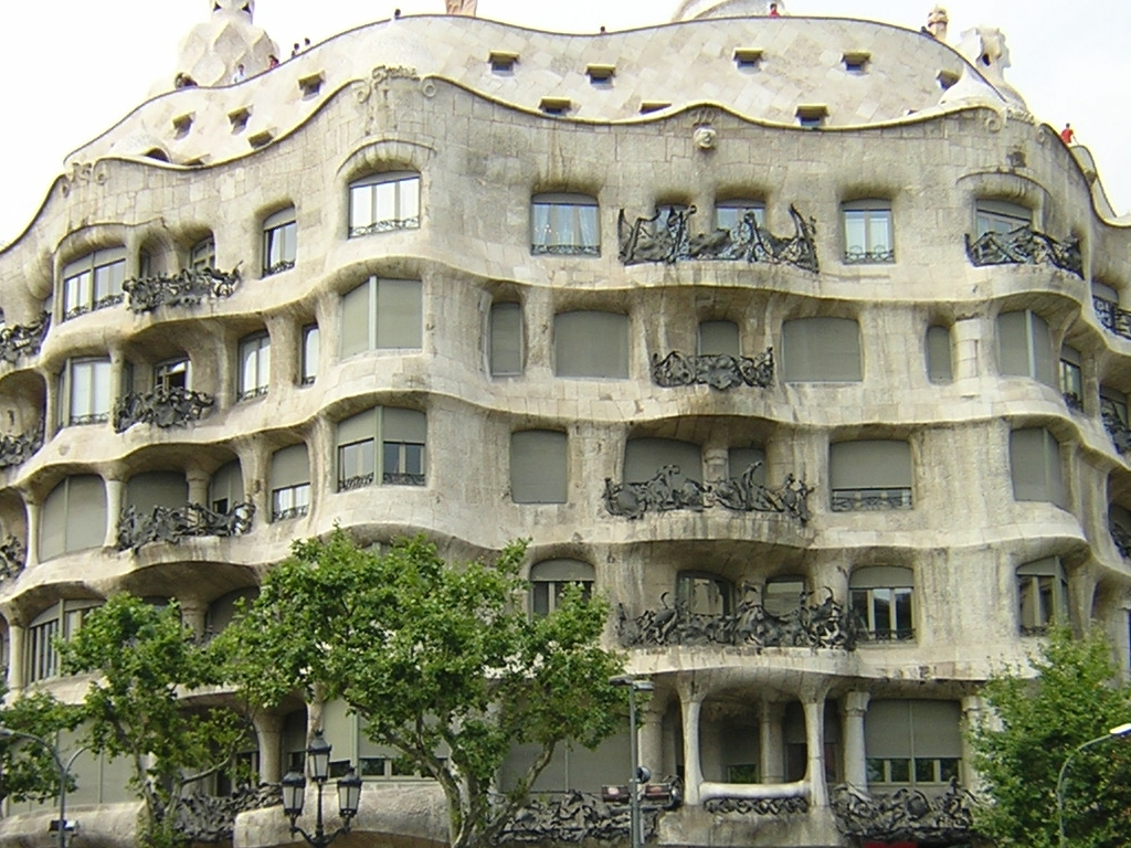Altri lavori gaudì fa la storia dell architettura con i lavori per la